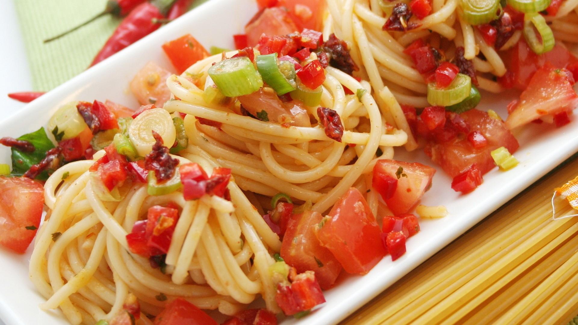 pasta_vegetables_sauce_70073_1920x1080